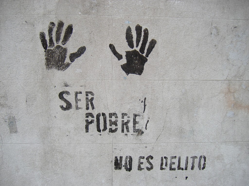 Graffiti_Rosario_-_Ser_pobre_no_es_delito