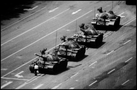 THE-TANK-MAN-STOPPING-THE-COLUMN-OF-T59-TANKS-TIANANMEN-SQUARE-BEIJING-CHINA-4-JUNE-1989