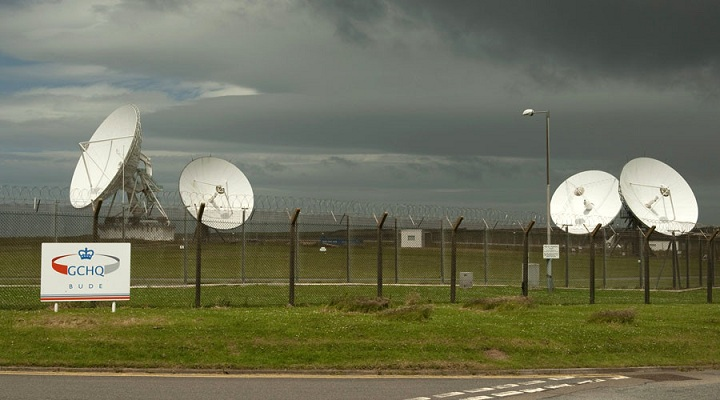 Satellite dishes are seen at GCHQ's outpost at Bude, close to where trans-Atlantic fibre-optic cables come ashore in Cornwall, southwest England June 23, 2013. Britain's spy agency GCHQ has tapped fibre-optic cables that carry international phone and internet traffic and is sharing vast quantities of personal information with the U.S. National Security Agency, the Guardian newspaper said, after publishing details of top-secret surveillance programs exposed by former NSA contractor Edward Snowden.  REUTERS/Kieran Doherty  (BRITAIN - Tags: POLITICS MILITARY BUSINESS TELECOMS) - RTX10Y53